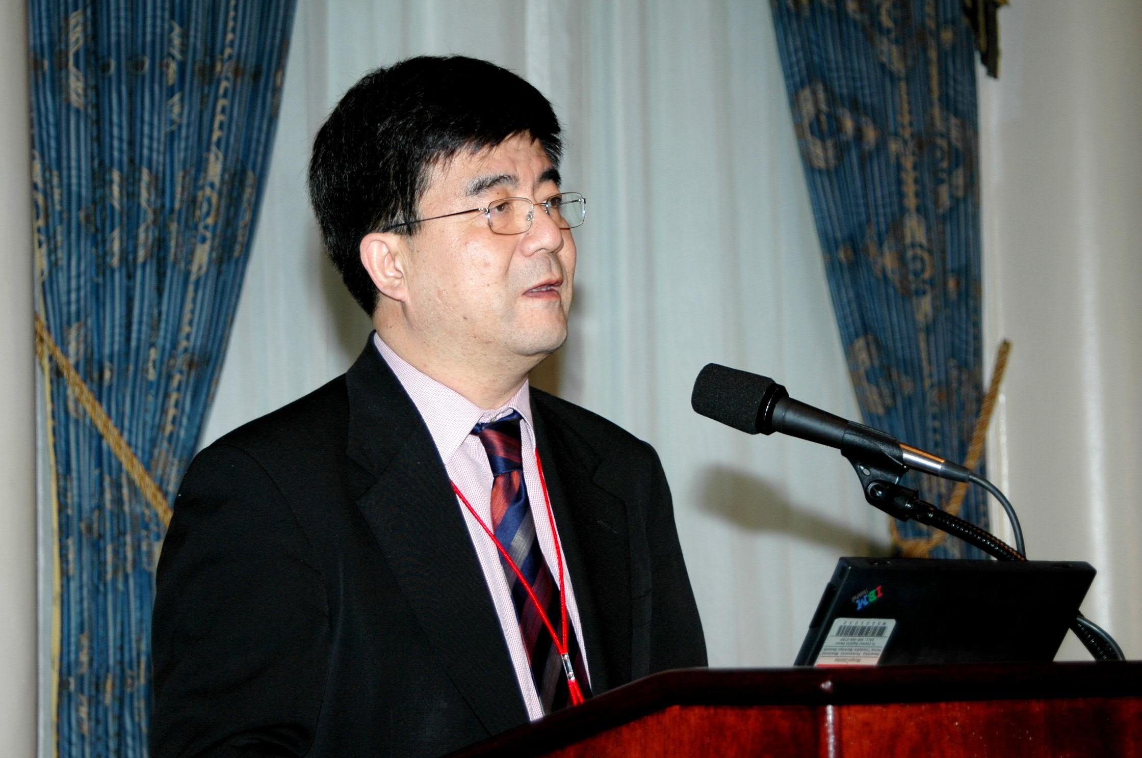 中国经济50人论坛成员,北京大学中国经济研究中心副主任海闻教授经